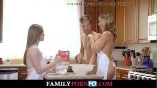 Máma vyprovokuje trojku s dcerou a jejím přítelem